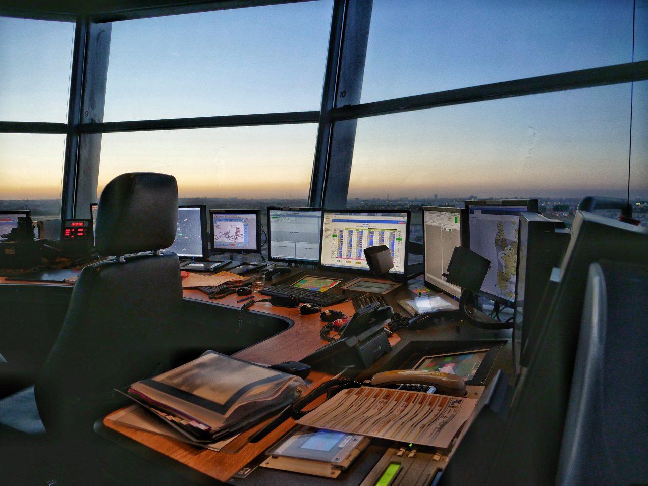 La salle de commande de la tour de contrôle