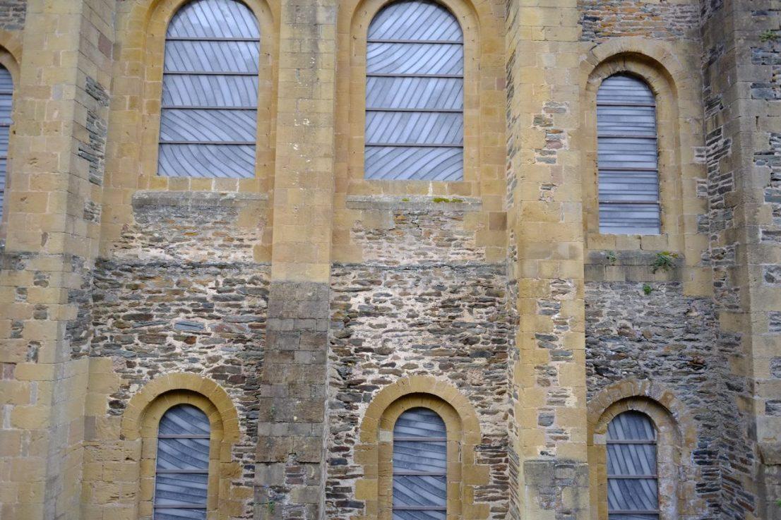 Les vitraux contemporains de Pierre Soulages