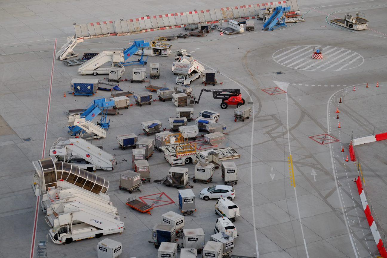 Le matériel pour le chargement et déchargement des avions