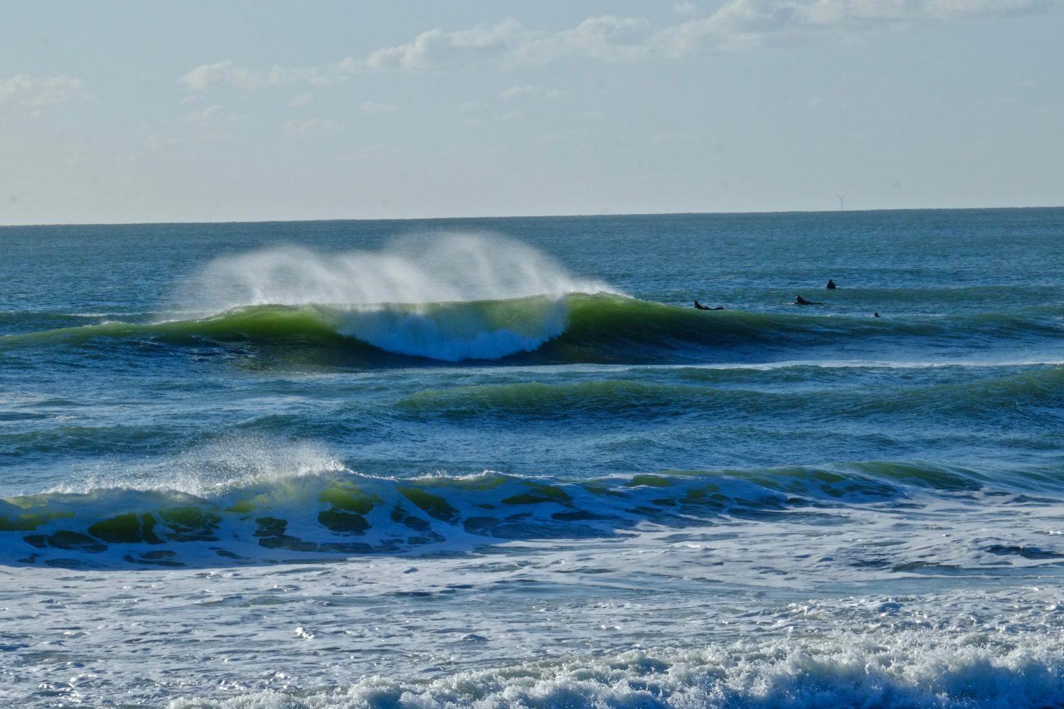Une belle vague tubulaire en droite et en gauche au spot de la Govelle