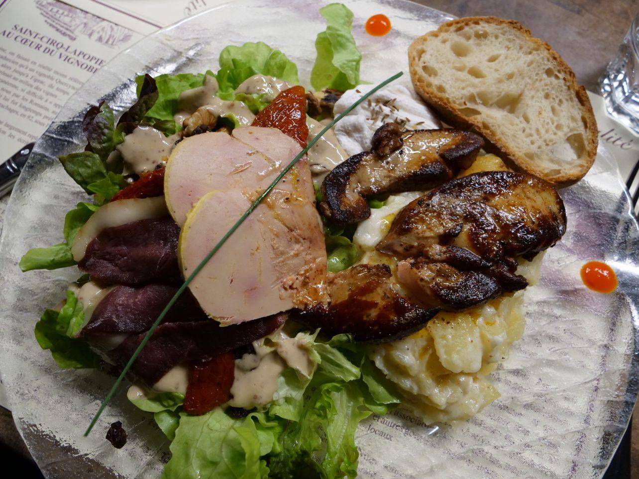 Une salade paysanne à Saint-Cirq Lapopie