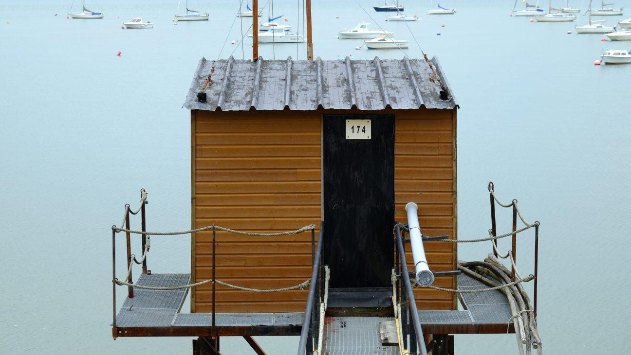 Une petite cabane de pêcheur