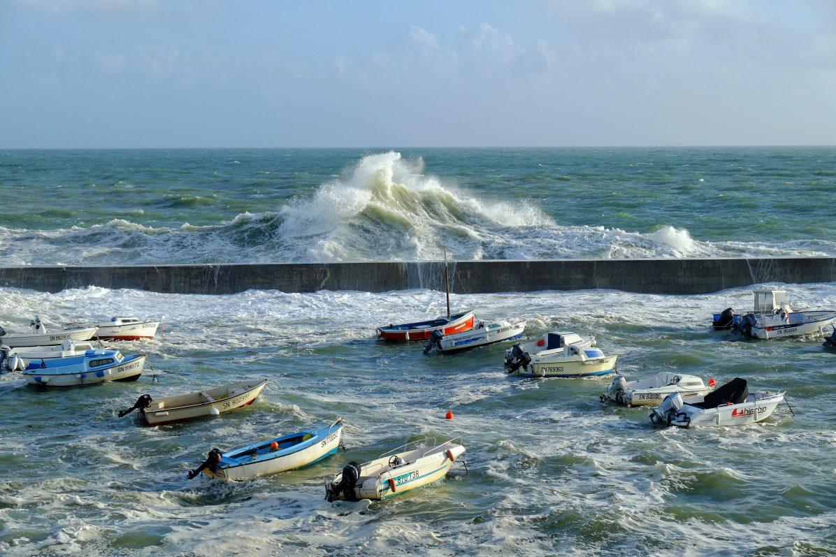 Une grosse vague à Batz sur Mer