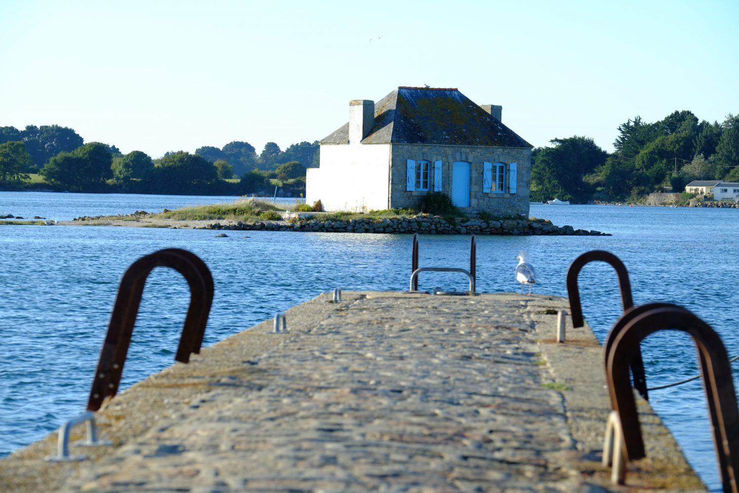 La petite maison de Saint-Cado dans la rivière d'Etel