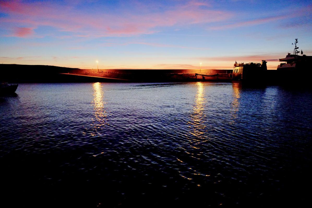 Dans le port d'Hoëdic au crépuscule