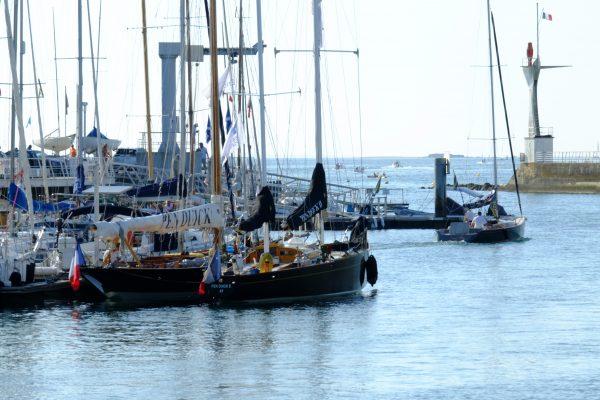 Deux des plus beaux voiliers dans le port de la Baule - Le Pouliguen