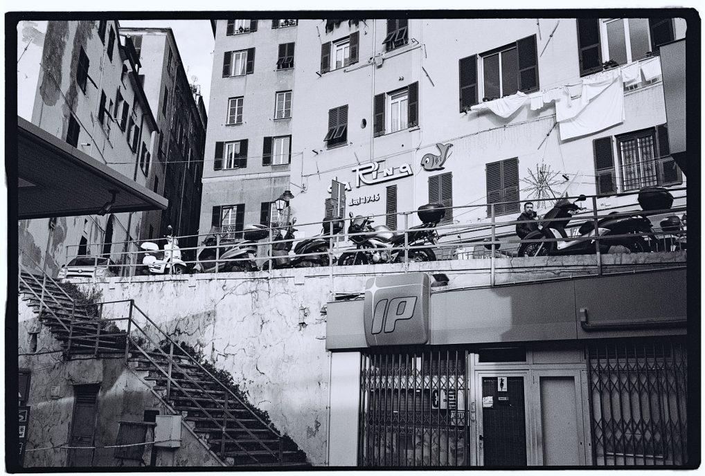 Dans les rues délabrées de Gênes