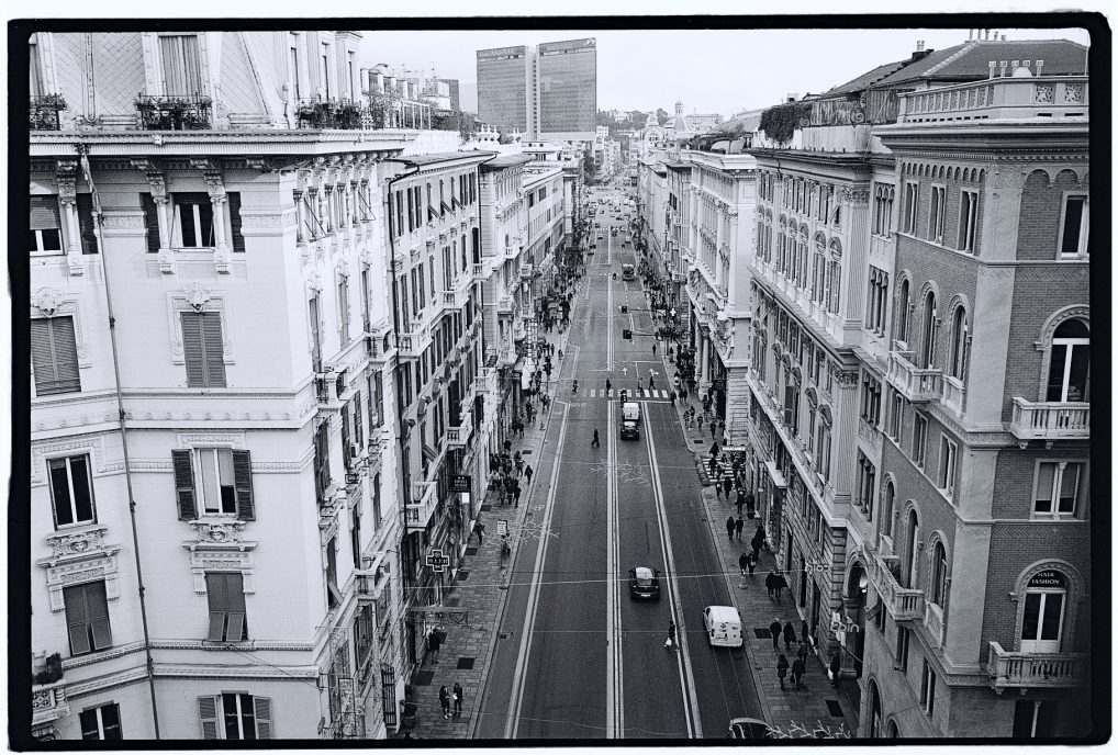 La grande avenue du centre de Gênes