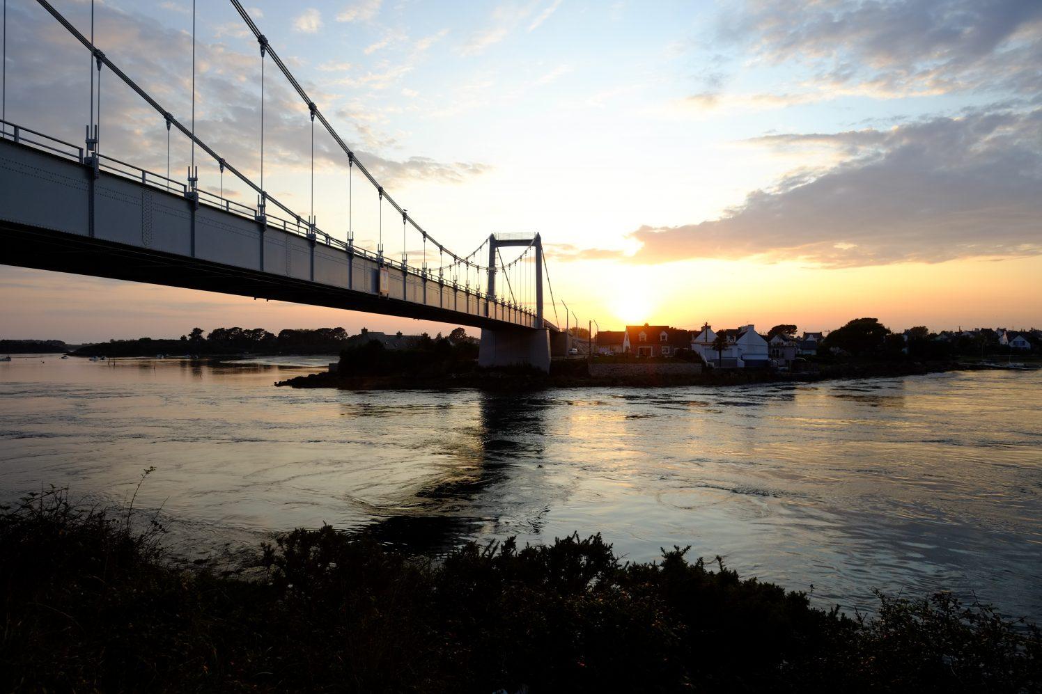 Le pont d'Etel au coucher du soleil