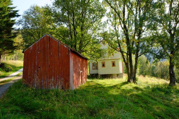 Des petites maisons en bois perdues dans la forêts qui ne sont dans aucun guide de voyage