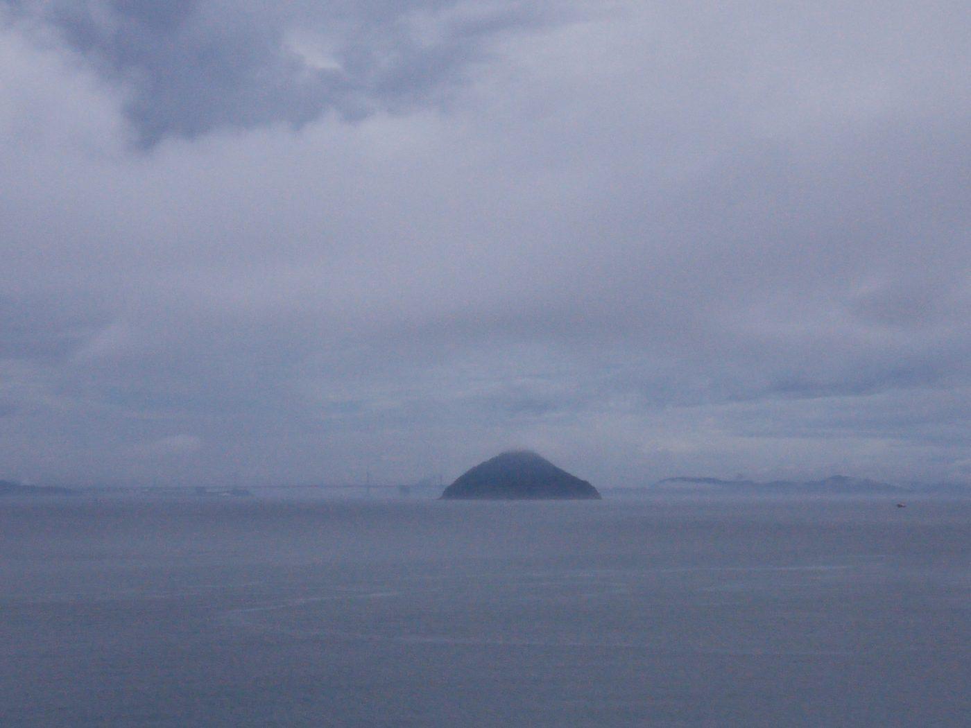 Une des nombreuses îles autour de Setouchi au Japon