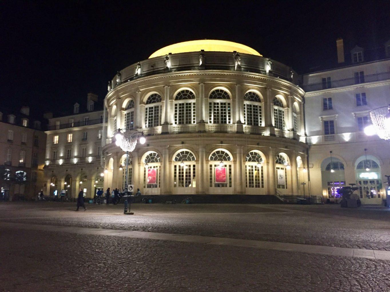 L'Opéra de Rennes pendant la nuit