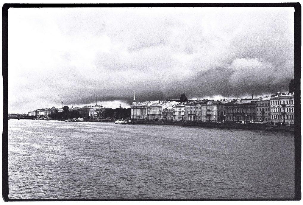 La Neva et les quais de Saint-Petersbourg - Yann Vernerie
