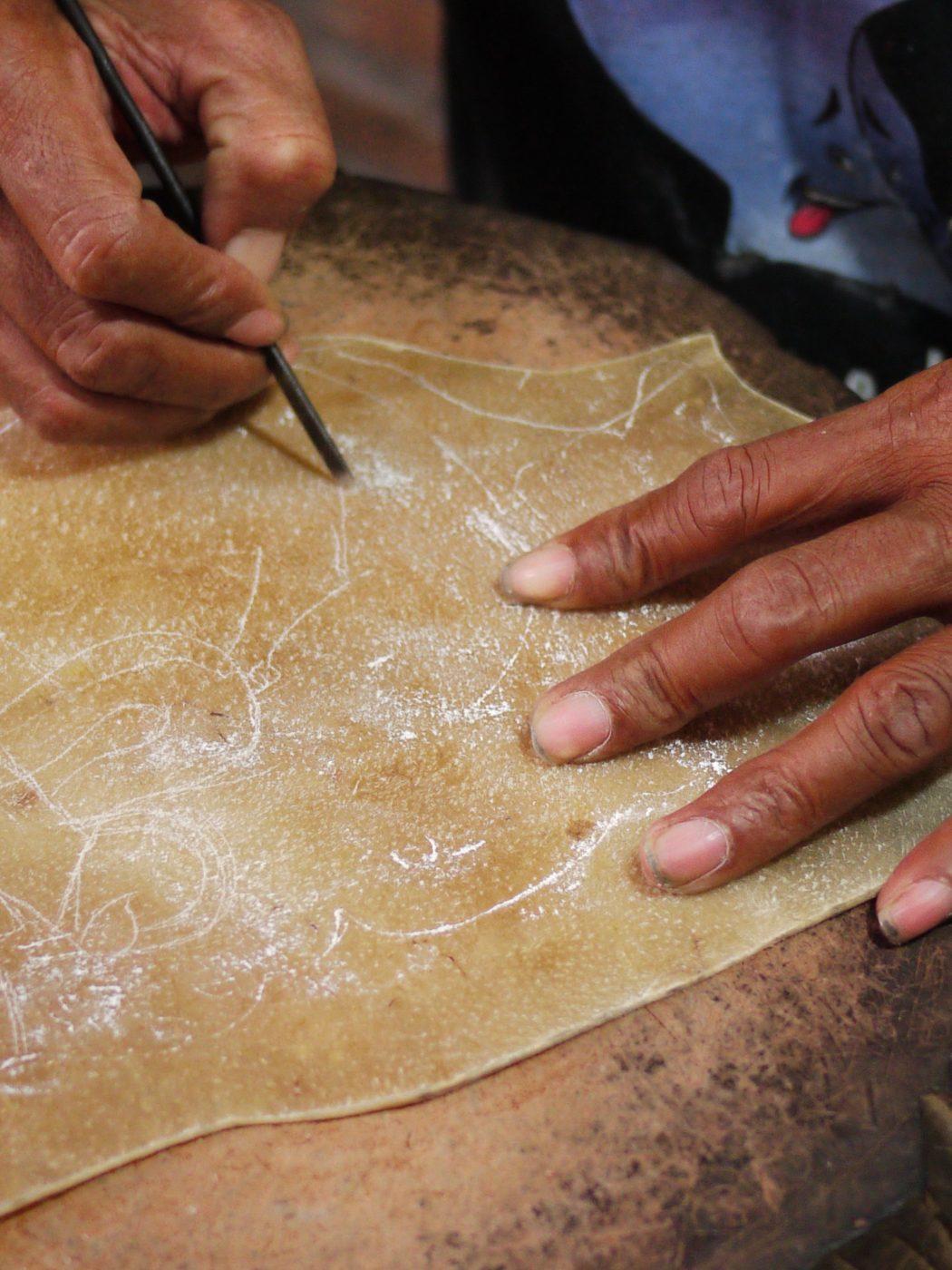 La fabrication de marionnette sur l'île de Java photo Sokha Keo