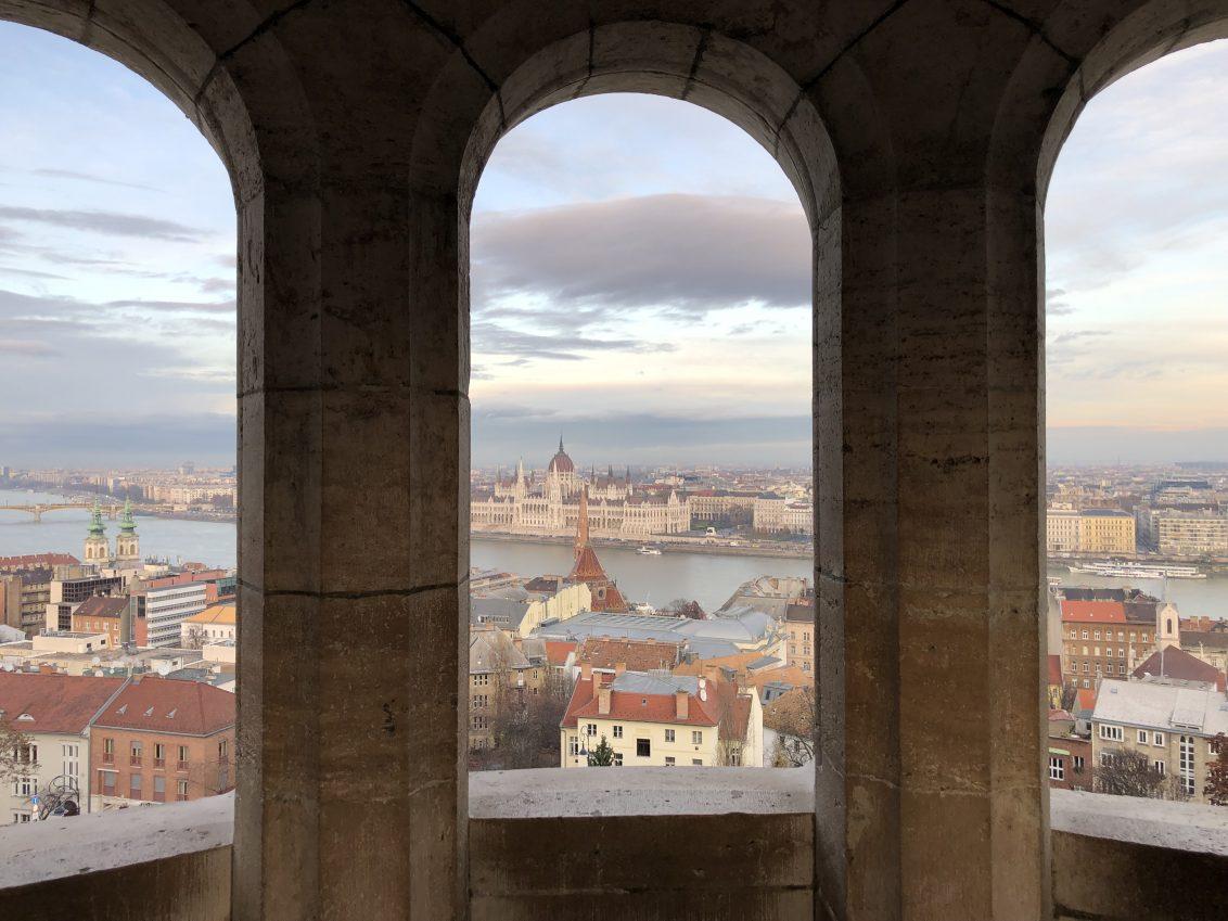 La vue depuis le bastion des pêcheurs à Budapest