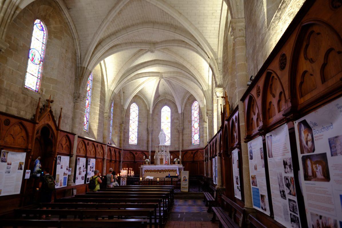L'intérieur de la collégiale de Saint-Aubin