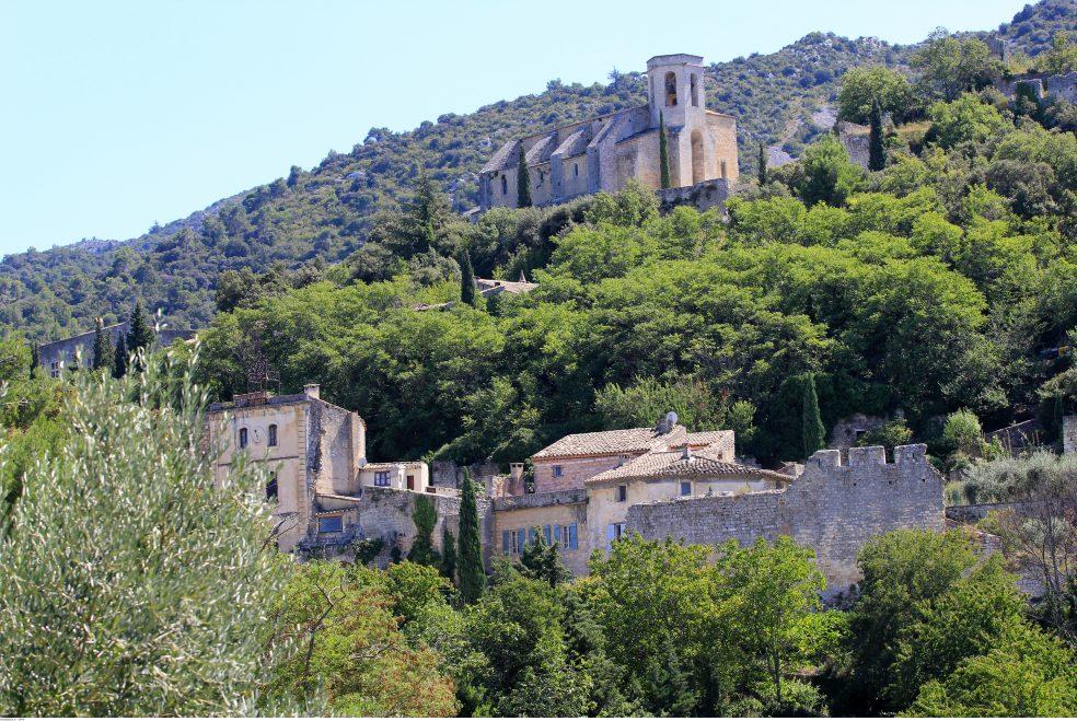 Un petit village perdu dans la forêt du Vaucluse