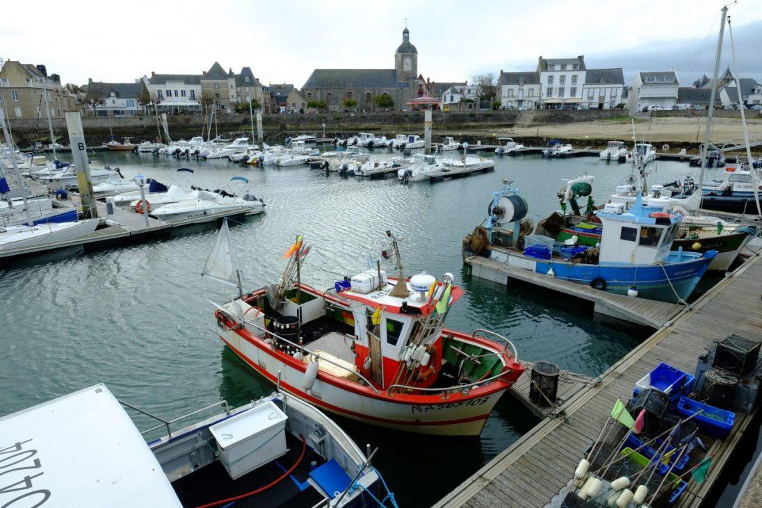 Quelques bateaux de pêches dans le port de Piriac