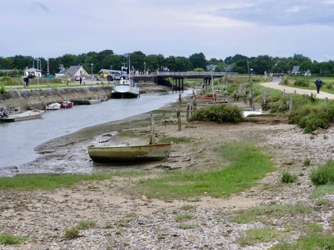 Un petit port breton à marée basse