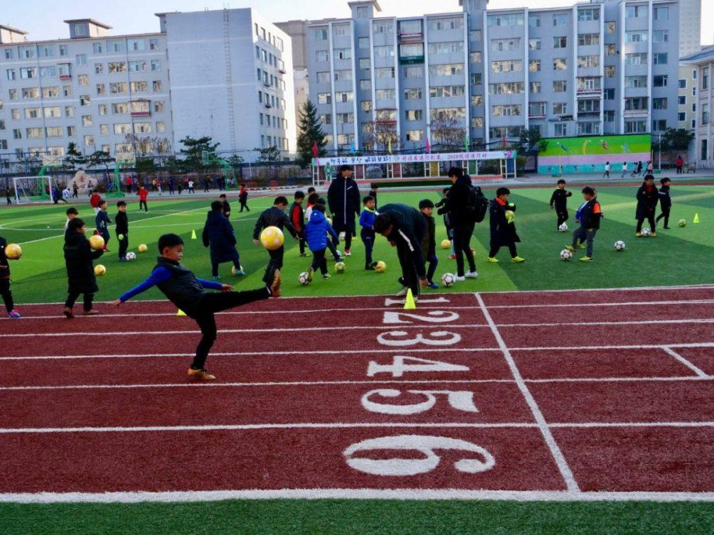 Dans la cour d'école d'une école de Yanji