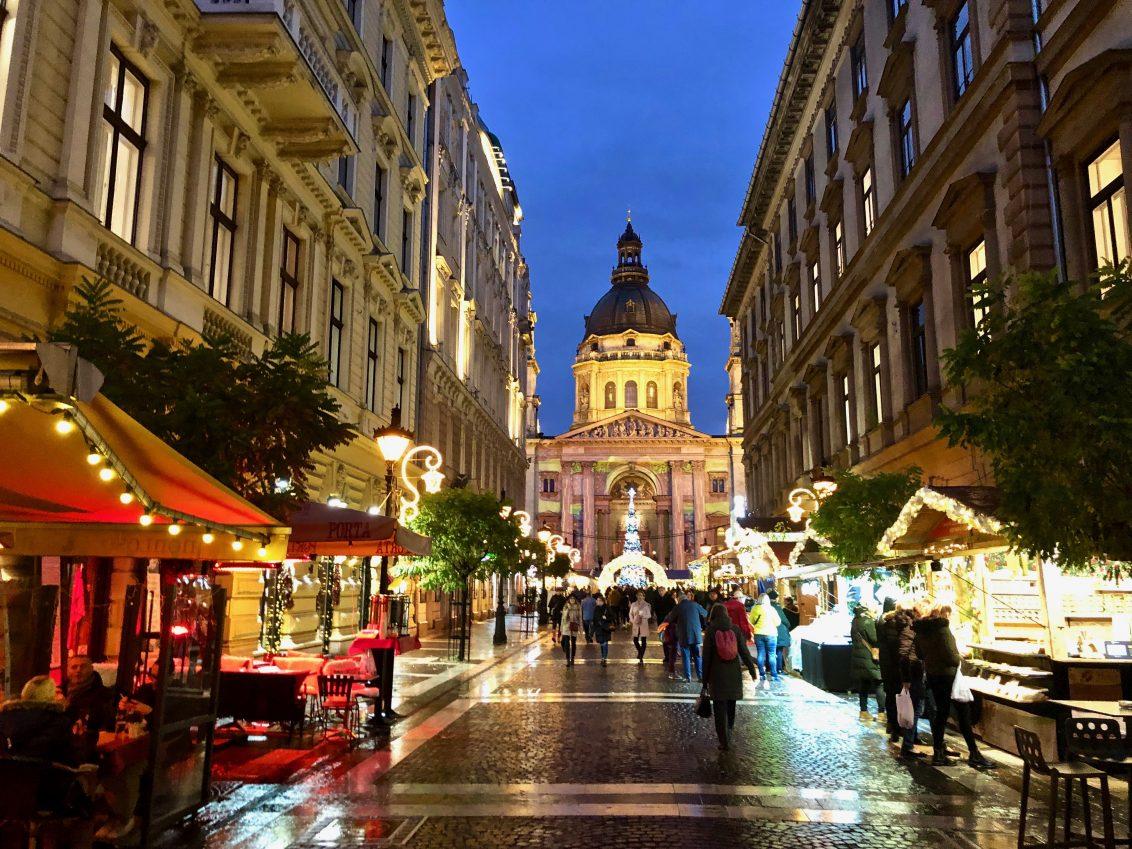 La splendide basilique Saint-Etienne à Budapest au bout de la rue Zrinyi