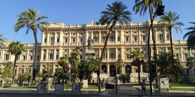 Le Palais de Justice de Rome et la place Cavour