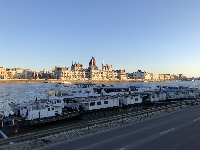 Le Parlement de Budapest depuis la station Batthyany ter, photo: Yann Vernerie