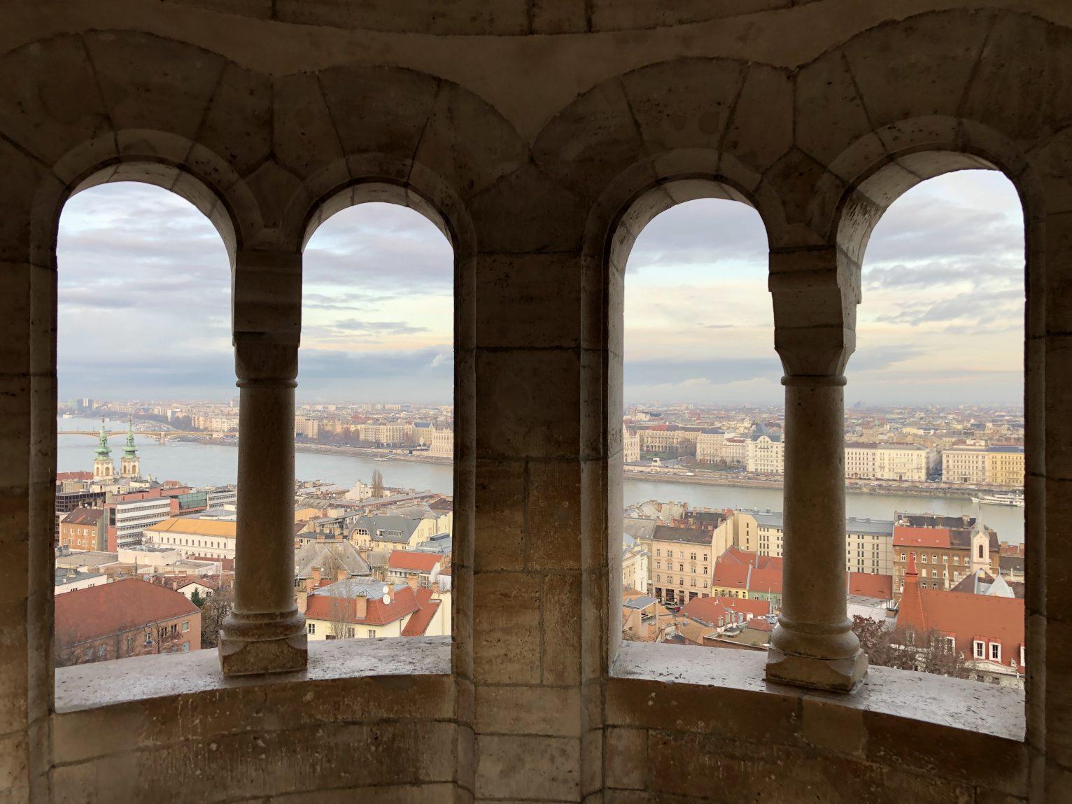 Le bastion des pêcheurs dans les hauteurs de Budapest