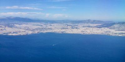 Le port du Pirée avec Athènes en arrière plan