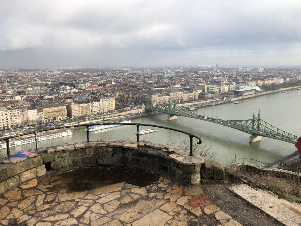 Une des plus belles vues de Budapest depuis le Mont Gellért