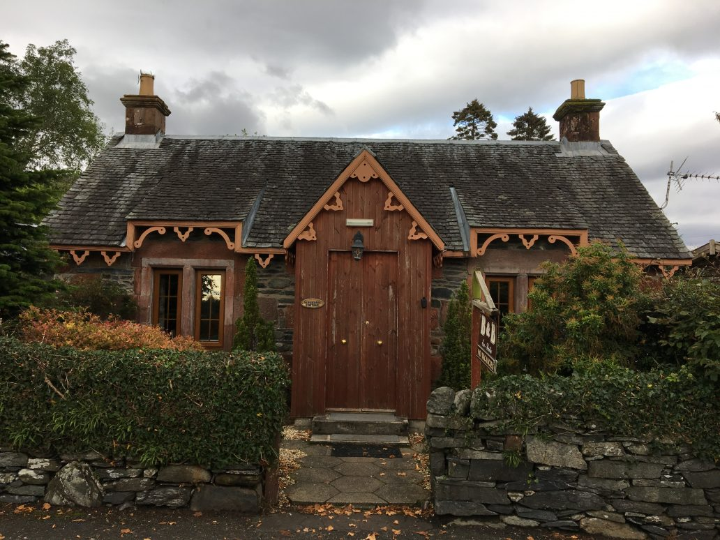 Une petite maison en bois typiquement écossaise