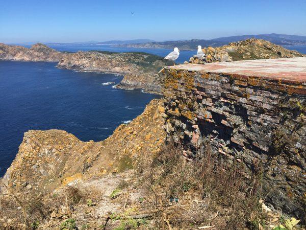 Une vue depuis le sommet de l'île de Montefaro, sur l'archipel des Cies