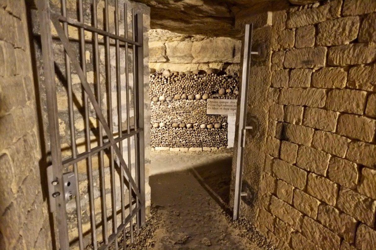 Dans les catacombes sous la place Denfert Rochereau