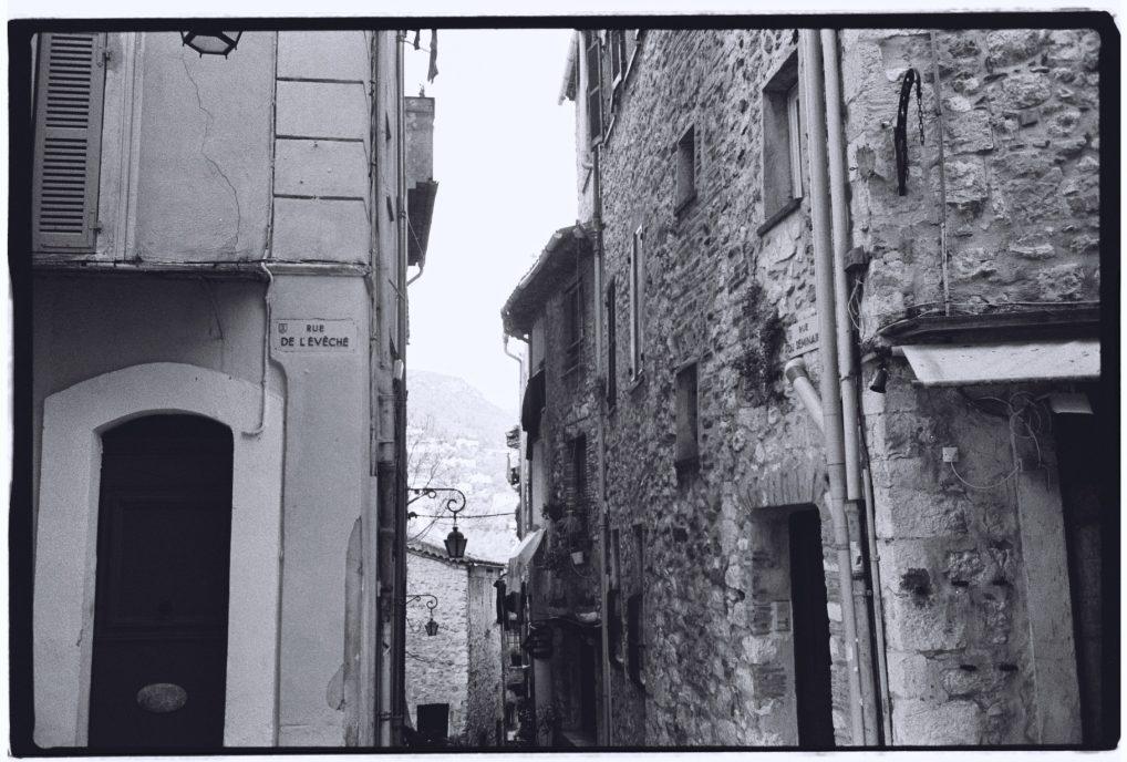 Dans les rues d'un petit village des Alpes Maritimes