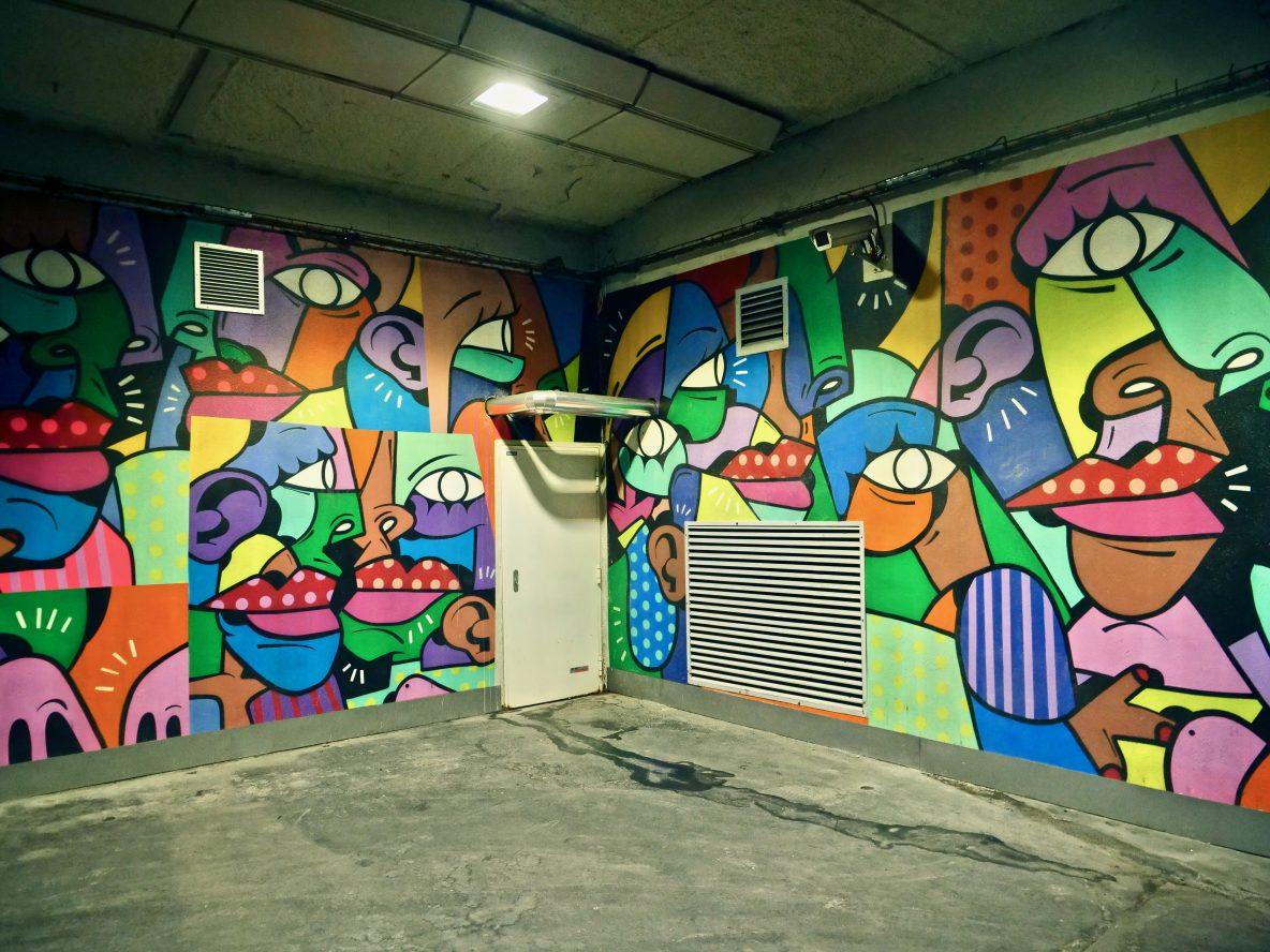 Du Street art le long de la gare de Lyon