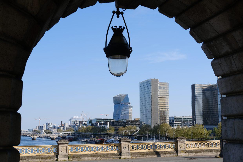 En balade sur les quais de Seine impossible de ne pas se rendre sur le pont de Bercy