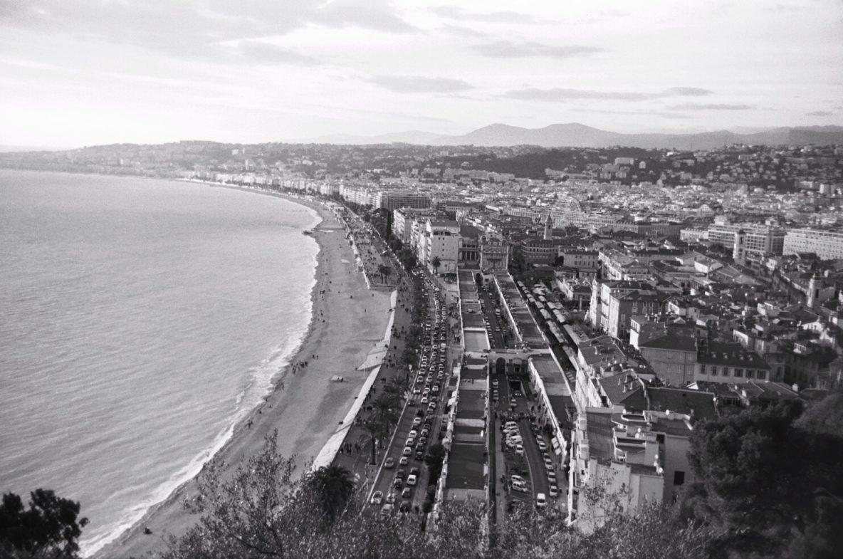 La baie des Anges à Nice vue depuis le parc de la colline du château