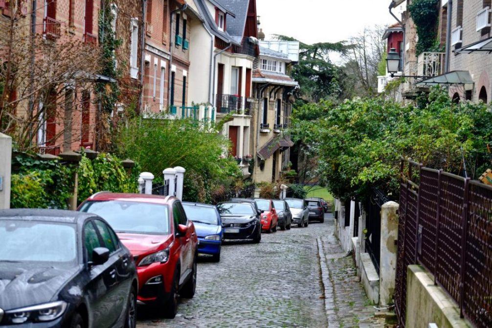 La petite rue pavée du square Montsouris