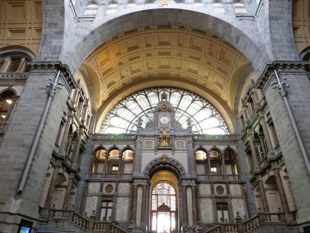 La splendide salle des pas perdus d'Anvers en Belgique