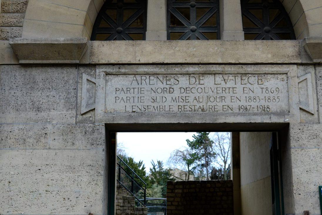 L'entrée des arènes de Lutèce au 49 de la rue Monge