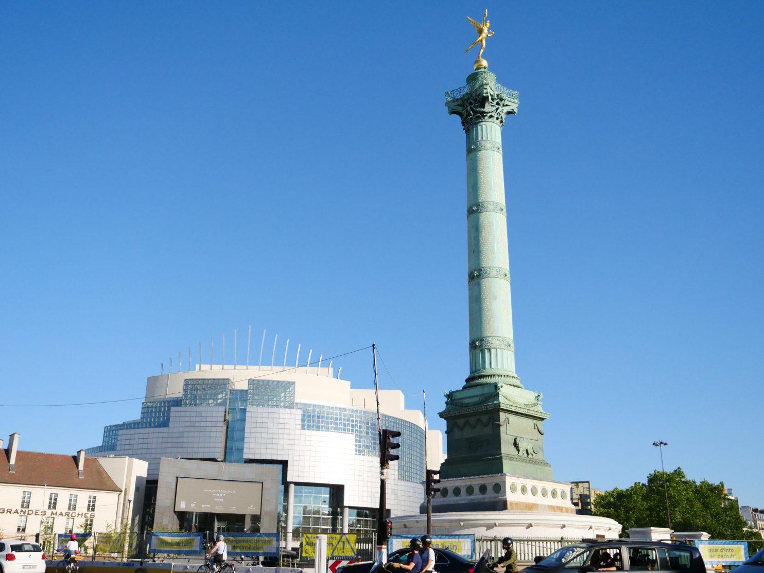 L'opéra Bastille et la colonne de Juillet sur la place de la Bastille dans le 11 ème