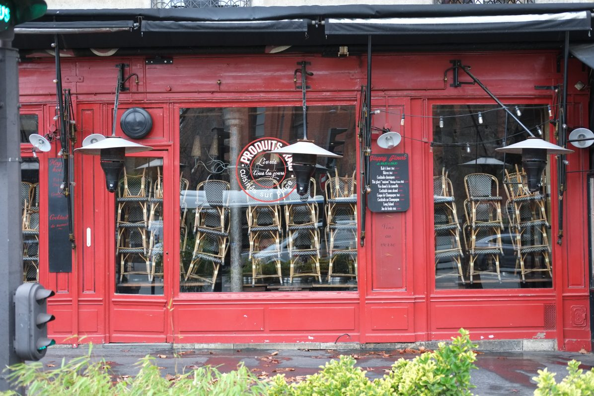 Un café parisien fermé pendant la crise sanitaire du Coronavirus