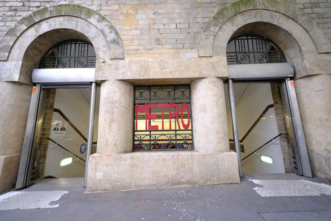 Une station de métro de la ligne 7, place Monge