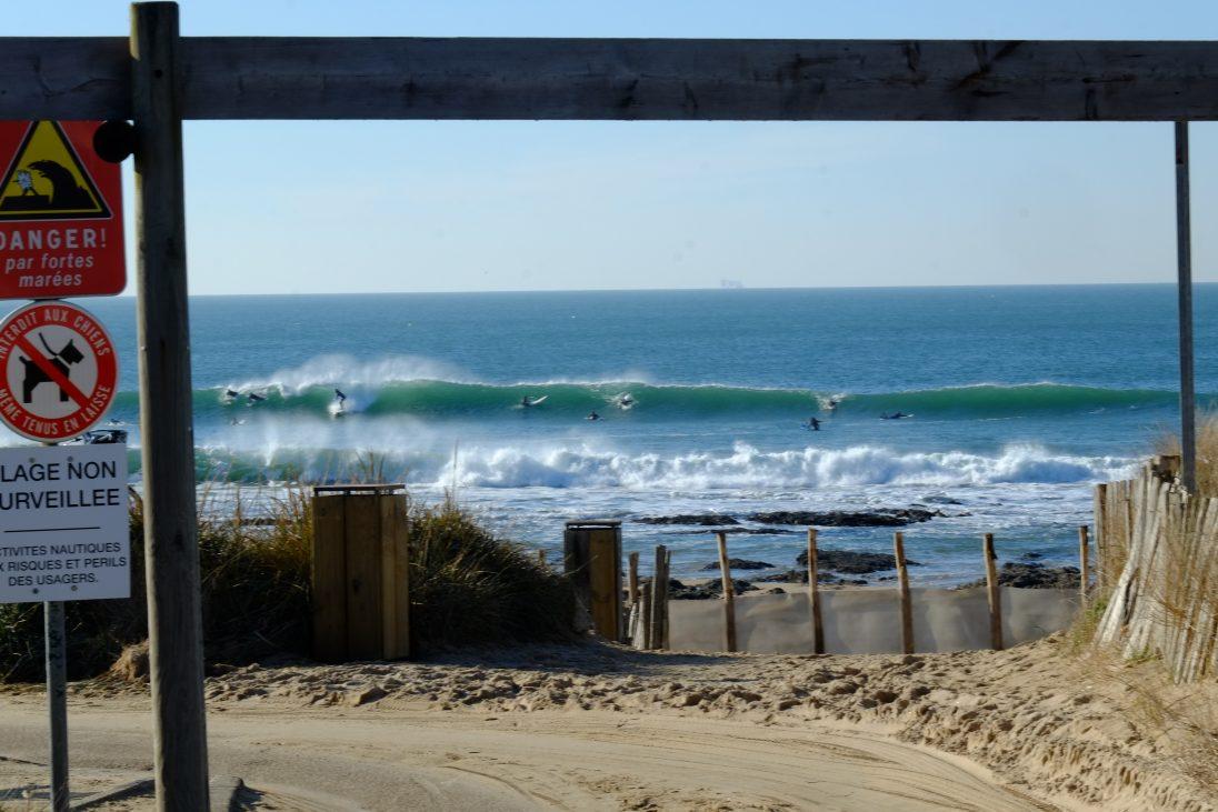Une vague bien creuse et un vent offshore lors d'une des meilleures sessions de l'année
