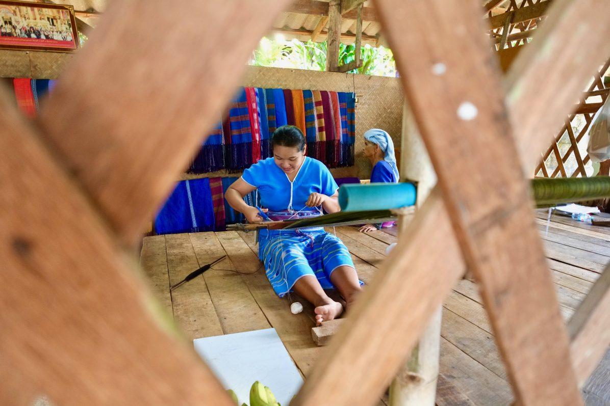 A la rencontre des tisseuses thaïlandaises du nord du pays