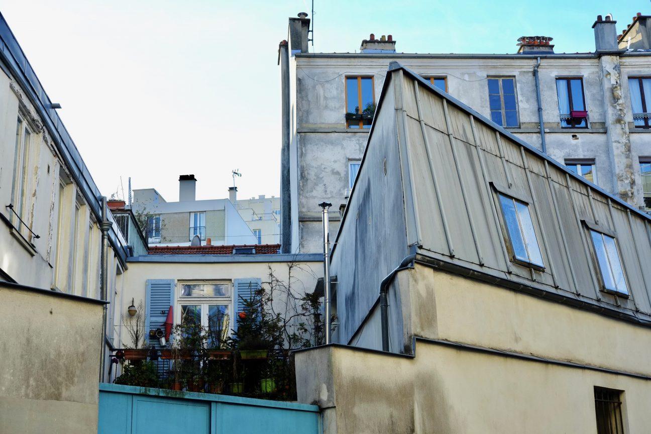 Des immeubles enchevêtrés dans le XX ème arrondissement de paris