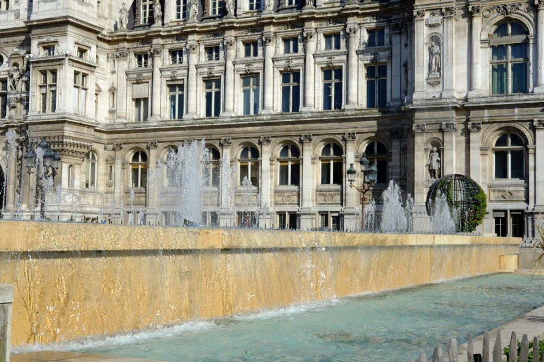 La fontaine de la place de l'hôtel de ville