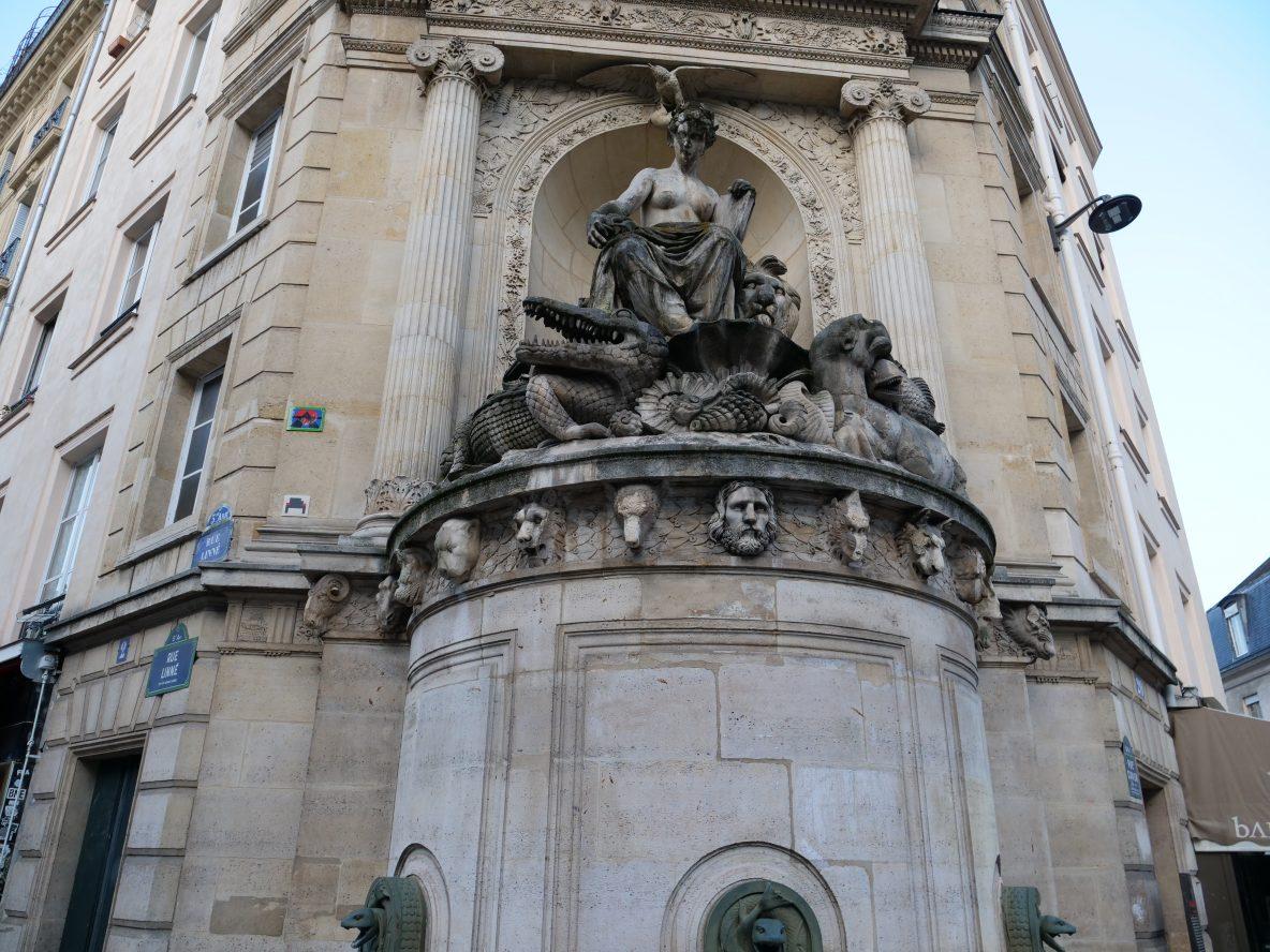 La jolie fontaine Cuvier aux portes du Jardin des plantes