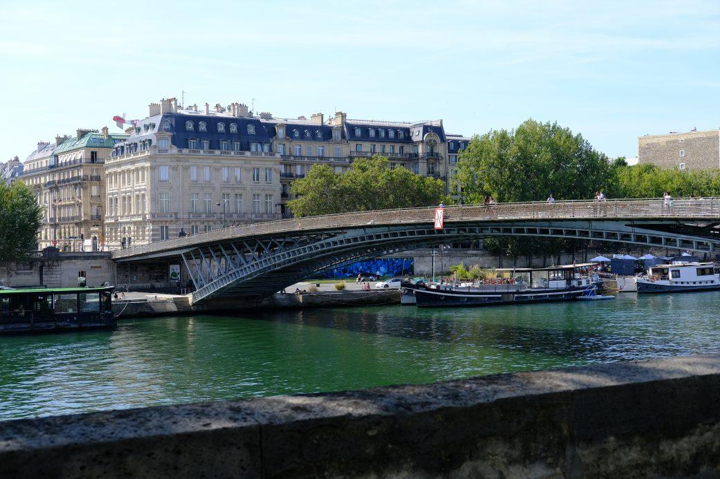 La passerelle Solférino, un pont piéton à Paris