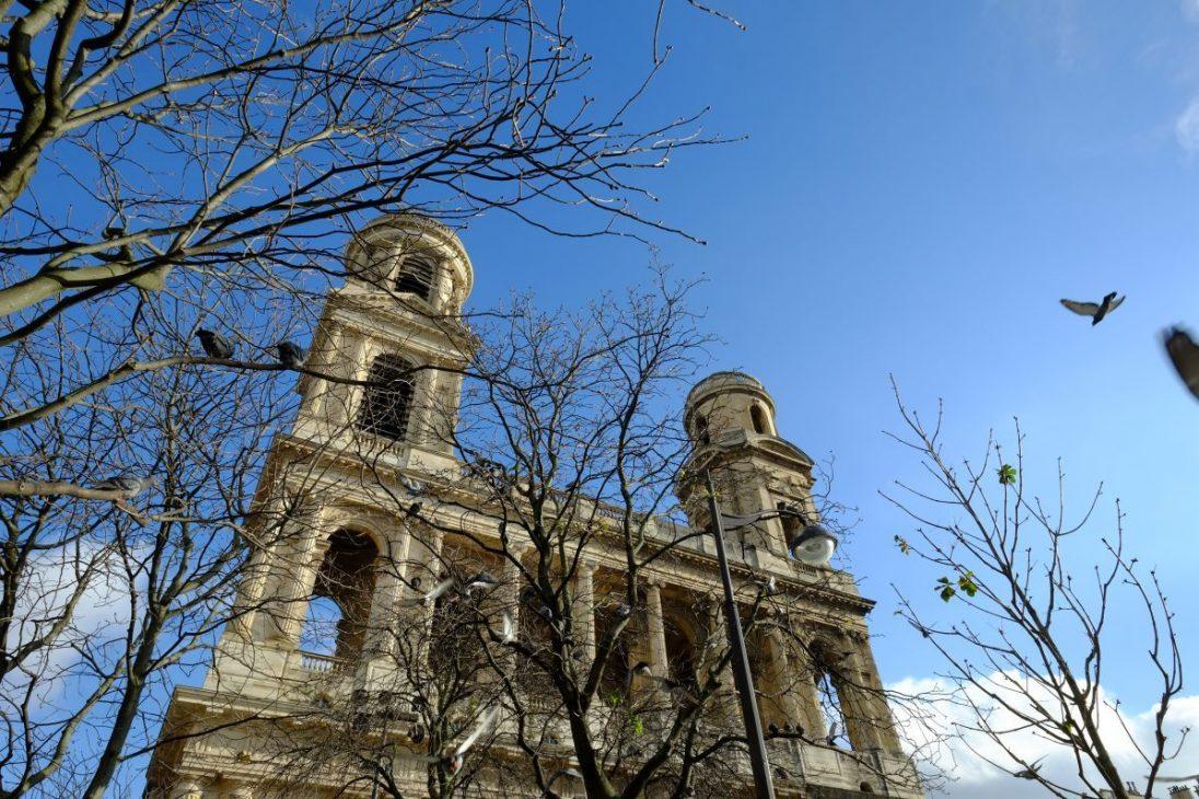 La splendide église Saint-Sulpice en plein hiver